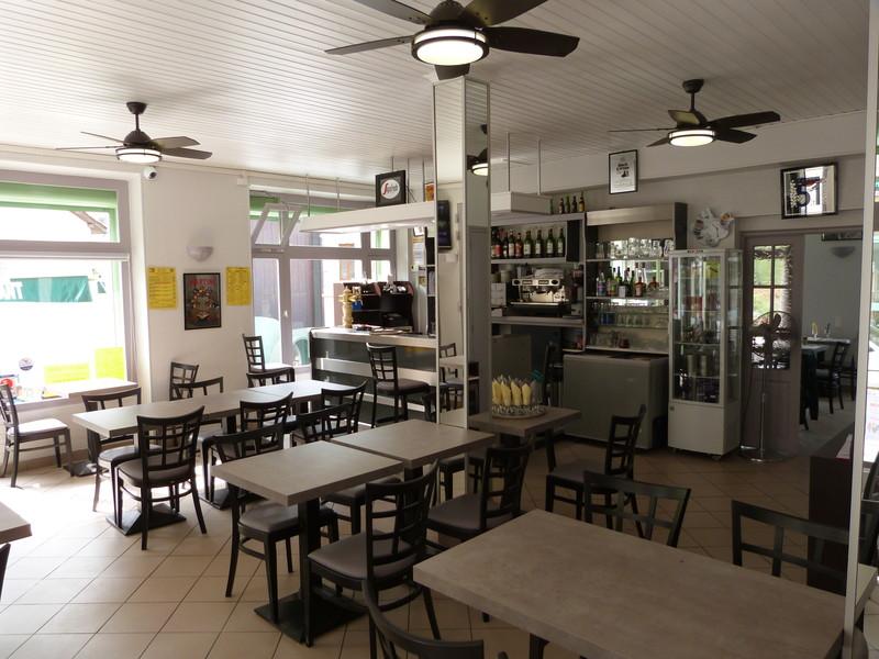 Notre bar et salle de restaurant - RESTAURANT DE L'HOTEL - HOTEL DU ROYANS - Voir en grand