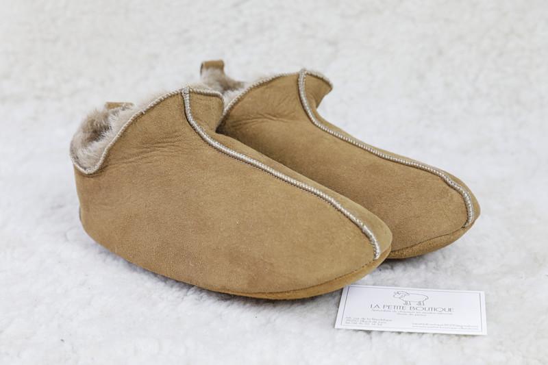 Chaussons-pantoufles lutin 100 % en agneau double face - Chaussons-pantoufles en peau et laine - La Petite Boutique - Voir en grand