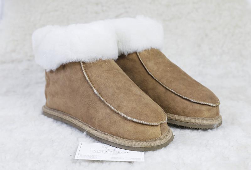 """Chaussons """" Navajo"""" en mouton retourné avec semelles  - Chaussons-pantoufles en peau et laine - La Petite Boutique - Voir en grand"""