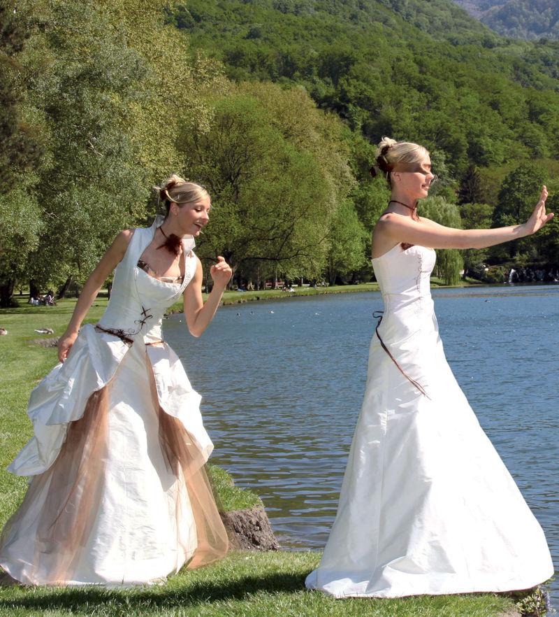 Robe de mariée modulable Gourmandise Grenoble - Robes de mariée avec son manteau  - Création Signé Edith  - Voir en grand