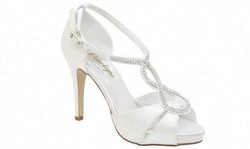 Suzanne-chaussures-de-mariage-signe-edith-creation-de-robes-de-mariés-grenoble - Voir en grand