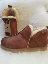 """Chaussons """"Le robuste cognac"""" en mouton retourné - Chaussons-pantoufles en peau et laine - La Petite Boutique"""