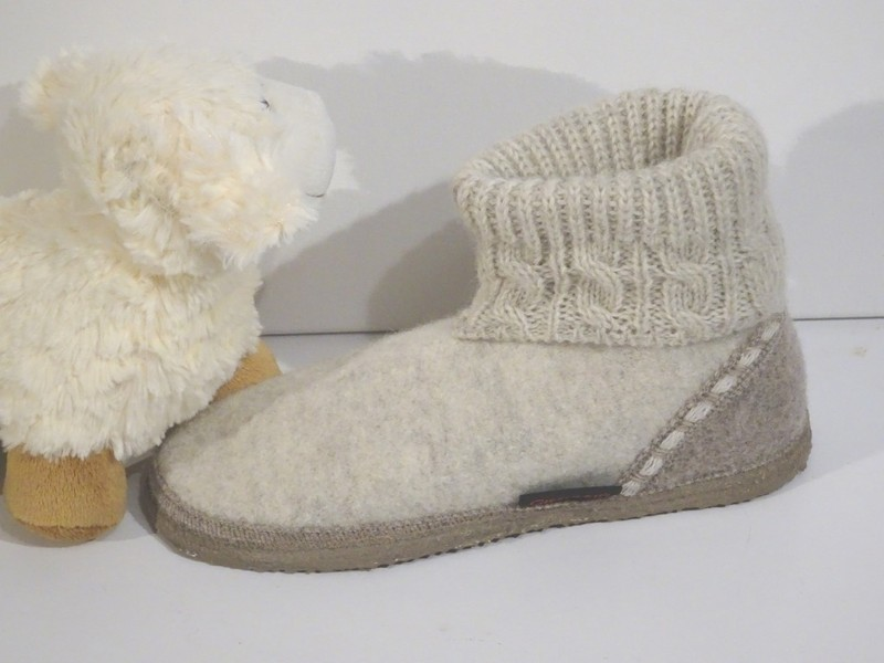 1ab39613415 Chausson Giesswein  quot Freiburg quot  - Chaussons GIESSWEIN - La Petite  Boutique