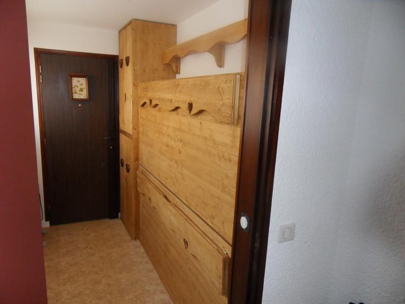 lit superpos escamotable avec armoire rangement cot. Black Bedroom Furniture Sets. Home Design Ideas