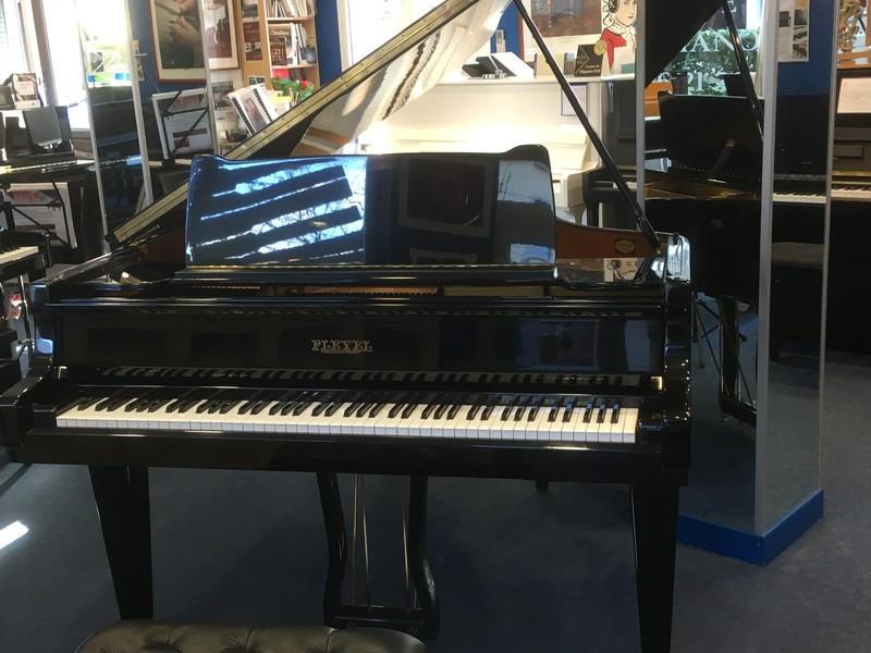 Piano occasion marque Pleyel  sous collaboration Schimmel - Notre sélection pianos occasion:Yamaha,Sauter,Bech - ART & PIANO - Patrick BLERIOT - Voir en grand