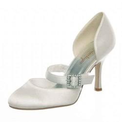 Fiancée-chaussures-de-mariage-signe-edith-creation-de-robes-de-mariés-grenoble - Voir en grand