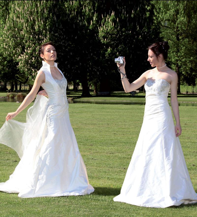 Robe de mariée grenoble Symphonie - Robes de mariée avec son manteau  - Création Signé Edith  - Voir en grand