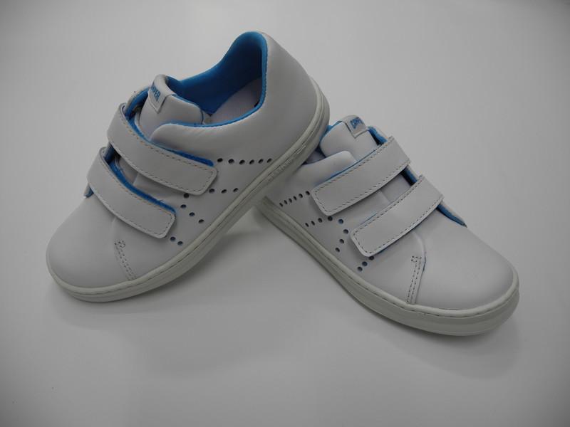 Chaussure à velcro blanches CAMPER - Voir en grand