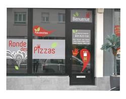 Stickers  logo adhésifs pelliculées brillant création  le ronde des pizzas, vitrine,  - Voir en grand