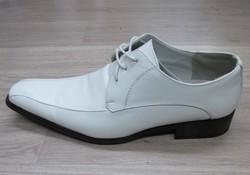chaussure-blanche-pour-homme--signe-edith - Voir en grand