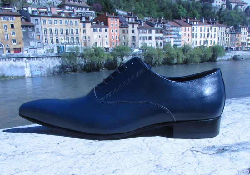 chaussure bleu marine brillante pointue cr ation sign edith. Black Bedroom Furniture Sets. Home Design Ideas