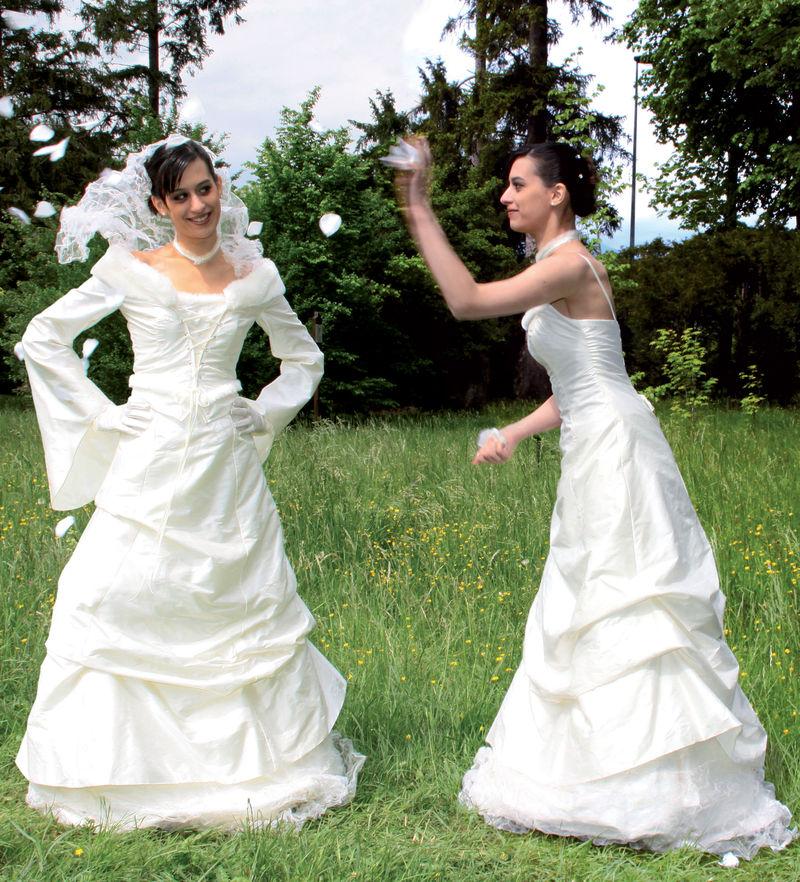 Robe de mariée modulable Caresse  Grenoble - Robes de mariée avec son manteau  - Création Signé Edith  - Voir en grand