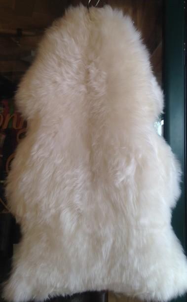Peau de mouton blanche - Peaux et coussins  - La Petite Boutique - Voir en grand