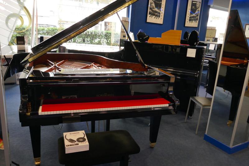 piano occasion 1/4 QUEUE SCHIMMEL SP189 KONZERT - Notre sélection pianos occasion:Yamaha,Sauter,Bech - ART & PIANO - Patrick BLERIOT - Voir en grand