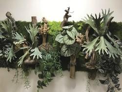 Tableau végétal dans un couloir d'entreprise
