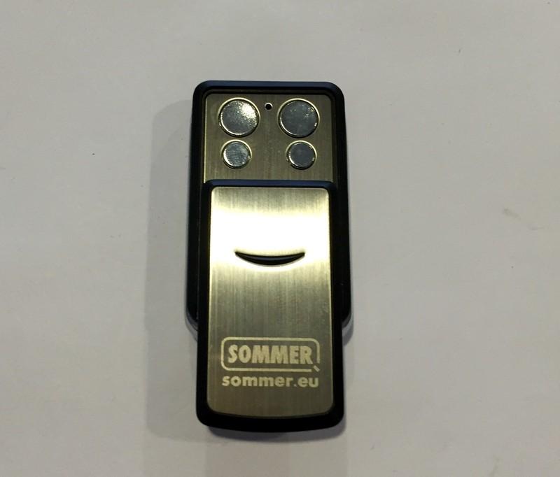 Télécommande 4 canaux SOMMER - Motorisation SOMMER et ses accessoires  - LORRAINE DEPANN' - Voir en grand