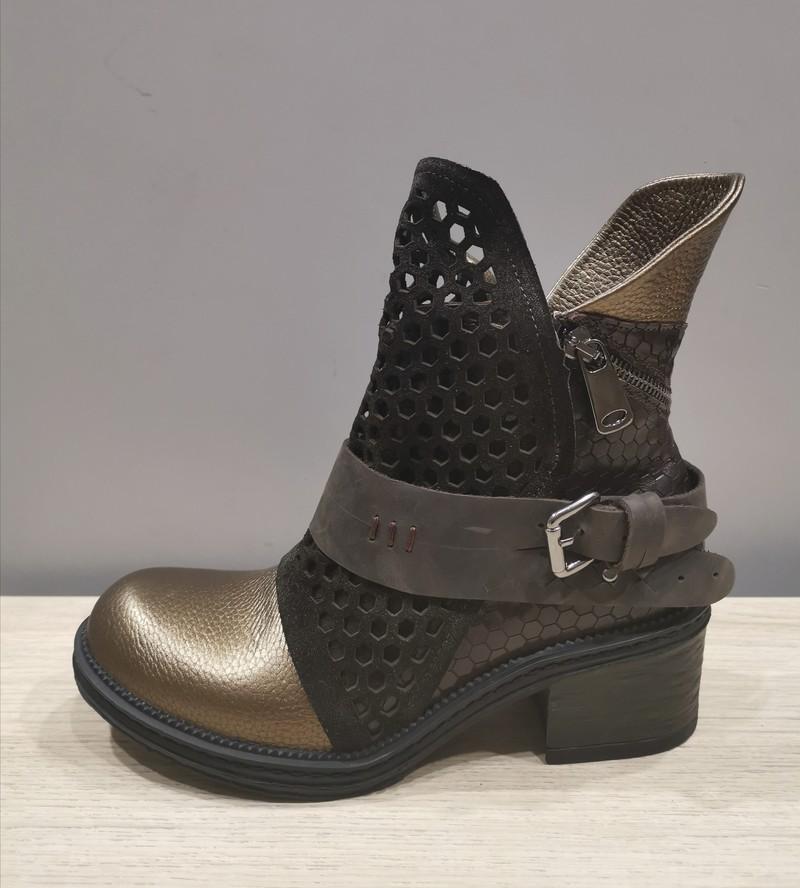 METAMOR'FOSE HACENE  - Bottines & Boots - Les souliers du poincaré - Voir en grand