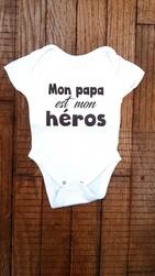 Body personnalisé Mon papa est mon héros - Voir en grand