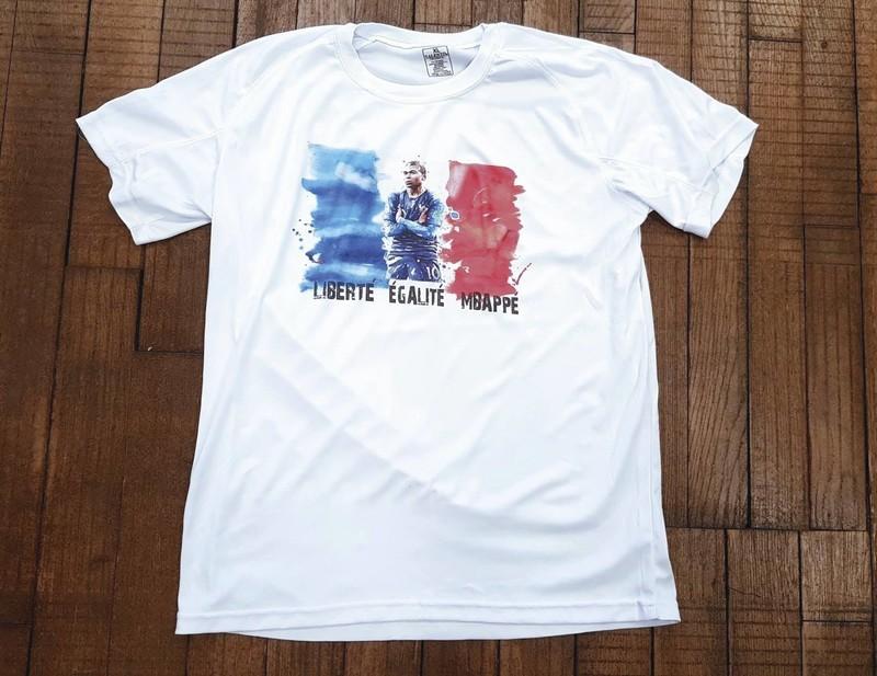 T-shirt blanc technique Liberté Égalité Mbappé - Voir en grand