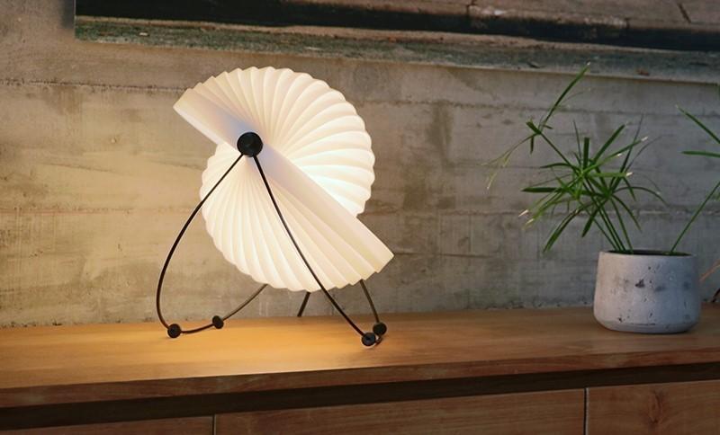 lampe eclipe de table.jpg - Voir en grand