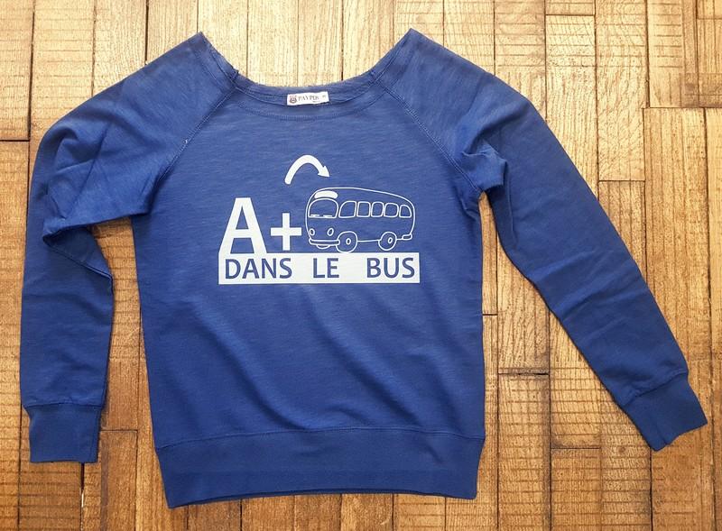 Sweat bleu À+ dans le bus - Voir en grand