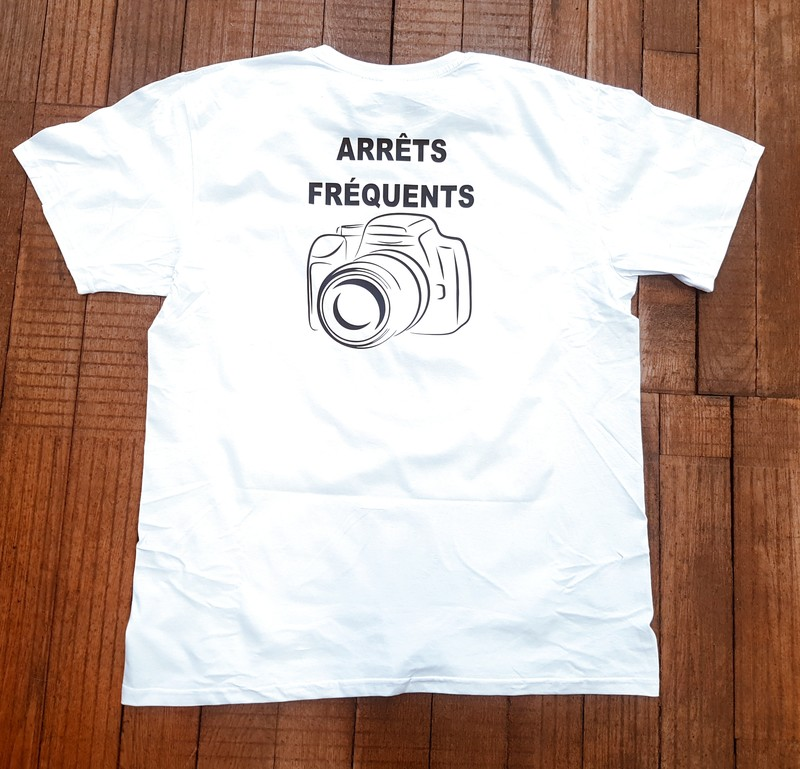 """T-shirt blanc """"Arrêts fréquents"""" - Voir en grand"""