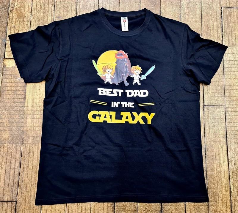 T-shirt noir Best Dad in the galaxy - Voir en grand