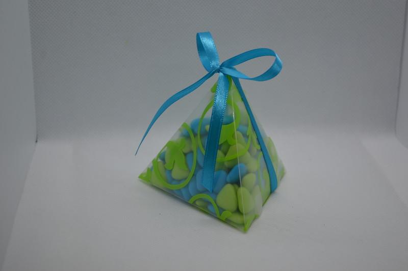 Pyramide anis garnie de petits c½urs au chocolat  - COMMUNION - LA FEE PAULYNE - Voir en grand