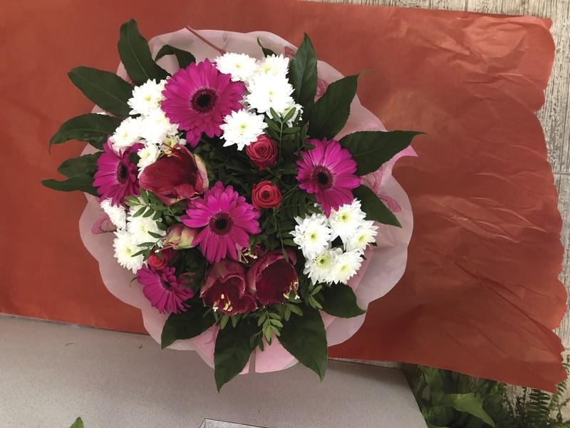 bouquet rond avec poche d'eau - PLAISIR D'OFFRIR - Fleurs de l'est  - Voir en grand