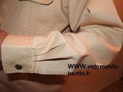 Chemise 2 poches poitrine unie beige moyen, le poignet, modèle «REGULAR ». - Voir en grand