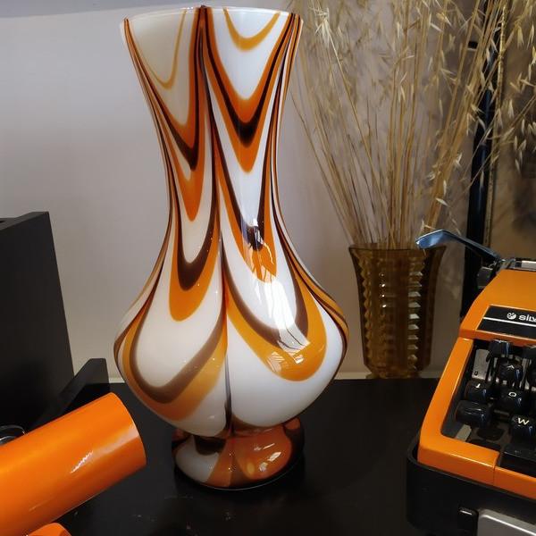 Grand vase soufflé en opaline  - Sélection de la semaine - LA PETIT' PAUSE - Voir en grand