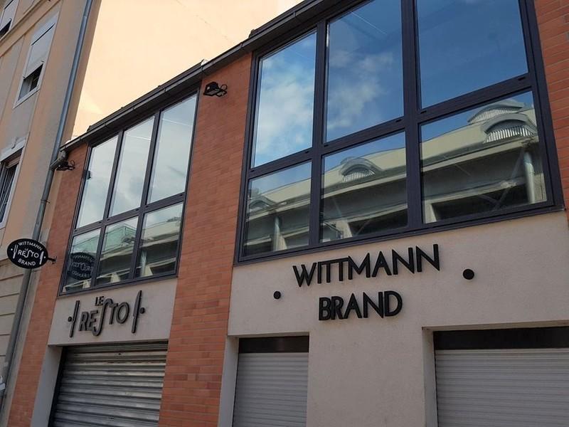 Wittmann Brand LE RESTO Demontage de l'enseigne LOCO DWICH MONTAGE NOUVELLE ENSEIGNE.jpg - Voir en grand