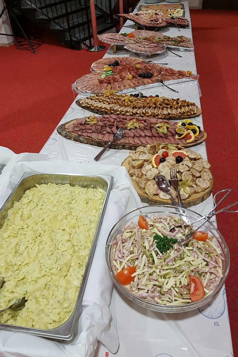 Boucherie WITTMANN BRAND exemple de présentation de buffet photo non contractuelle - Voir en grand