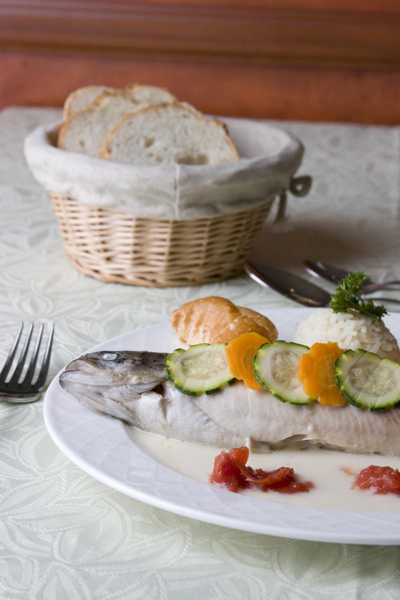 Truite farcie aux petits legumes et sa sauce au Riesling - Voir en grand
