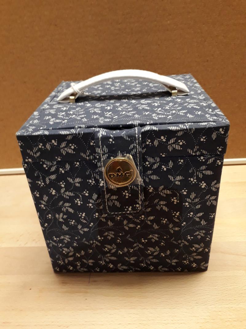 Coffret carré bleu Boîte à couture - LE RANGEMENT - AU DE A COUDRE - Voir en grand