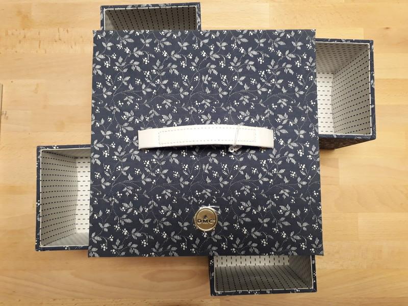 Boîte à couture avec 4 compartiments - LE RANGEMENT - AU DE A COUDRE - Voir en grand