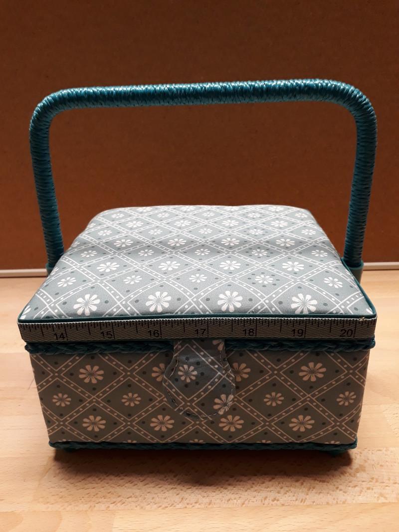 Petite Boîte à couture carrée - LE RANGEMENT - AU DE A COUDRE - Voir en grand