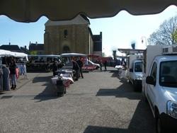 Sur le marché de Cercy la Tour