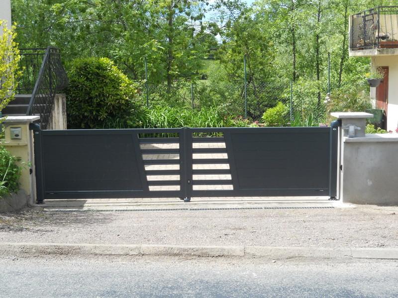 portail battant altar 3 aluminuim moderne charollais brionnais serrurerie c b s. Black Bedroom Furniture Sets. Home Design Ideas