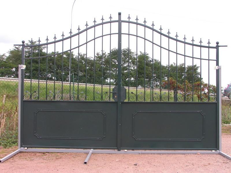 Portail exposition fer forge vert charollais brionnais serrurerie c b s for Achat portail