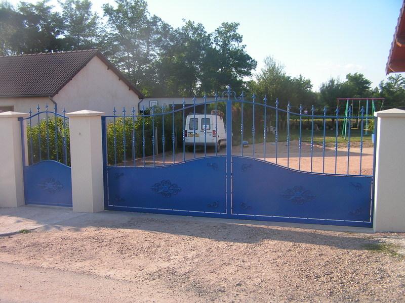 portail coulissant automatise portillon thermolaques bleu charollais brionnais serrurerie. Black Bedroom Furniture Sets. Home Design Ideas