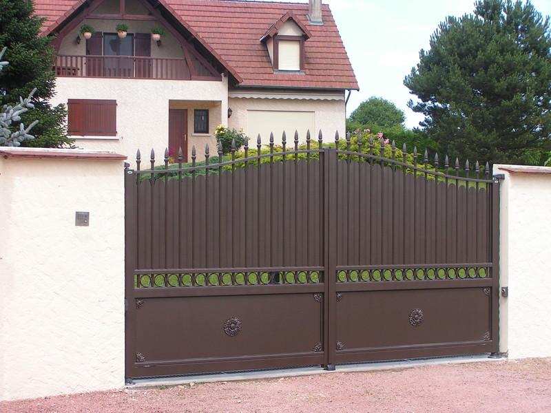 portail aluminium phalaris tradition charollais brionnais serrurerie c b s. Black Bedroom Furniture Sets. Home Design Ideas
