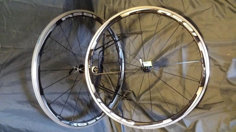 Roues Shimano RS81 C35 CL à pneu - ACCESSOIRES VELOS - CYCLES 3C - Voir en grand