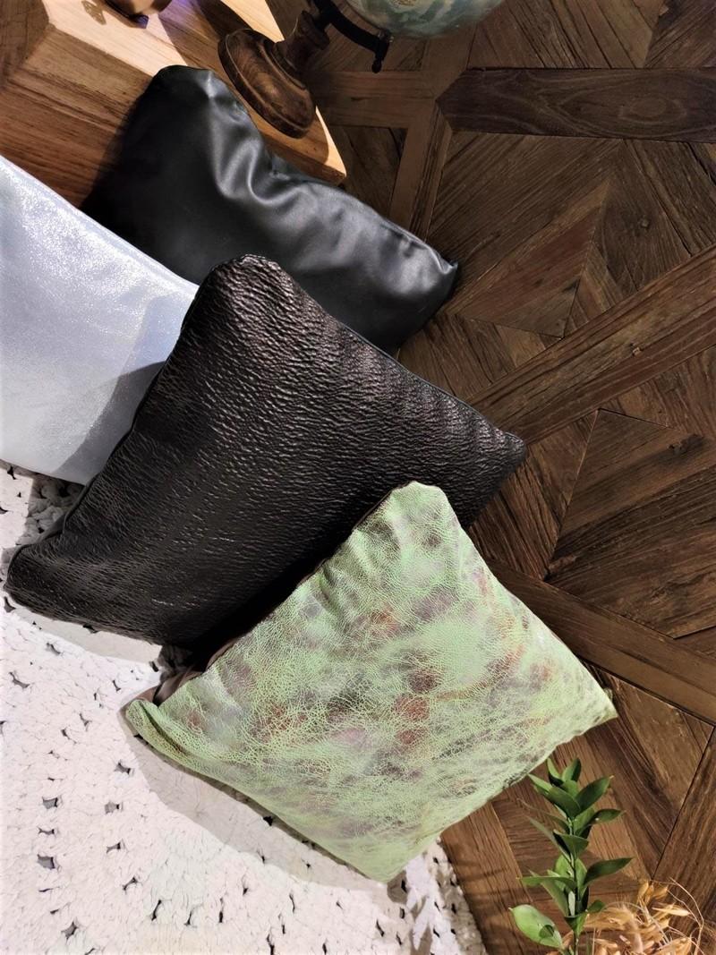 Housse Vert - Noir smocké - Argenté Détails.jpeg - Voir en grand
