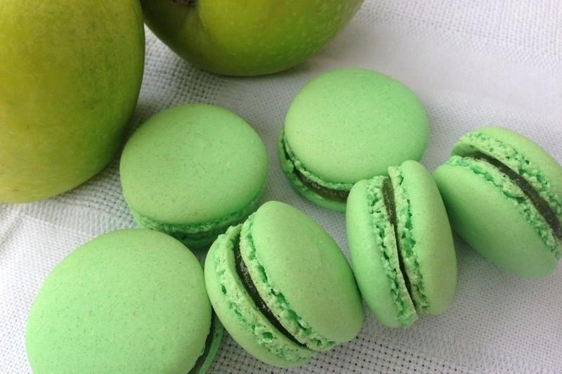 Macaron pomme verte - nos macarons - LES GATEAUX DE MAMIE ROSE - Voir en grand